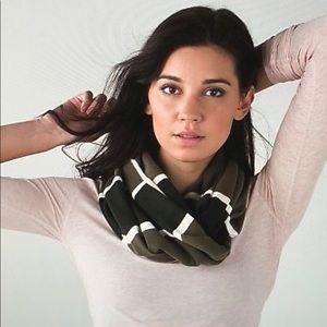 Lululemon scarf beautiful shades of green ivory